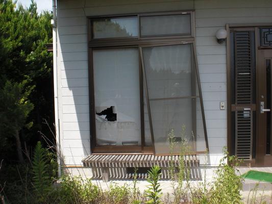 和室左側窓